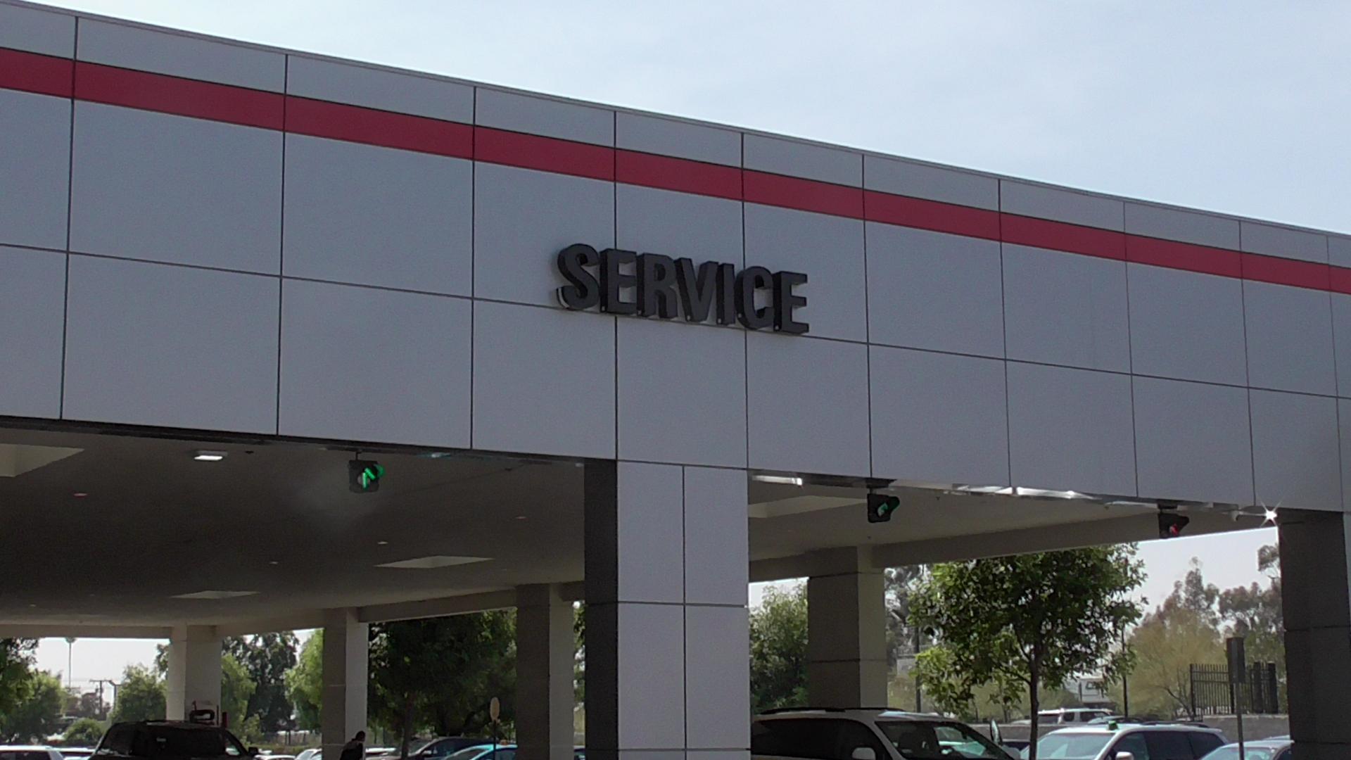 Auto Service Drive