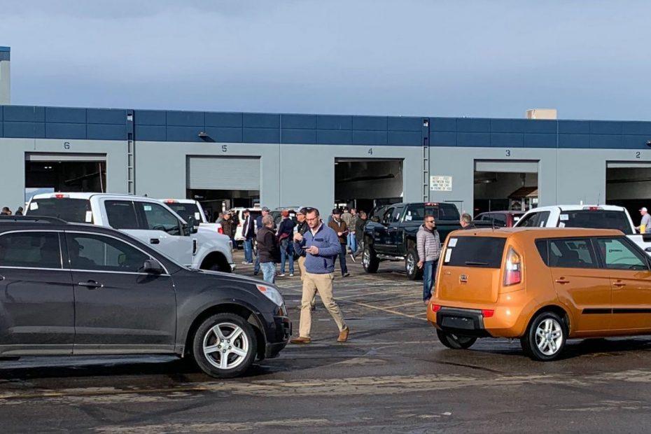 Car auction line